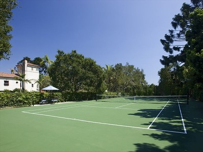 Private regulation size north/south tennis court